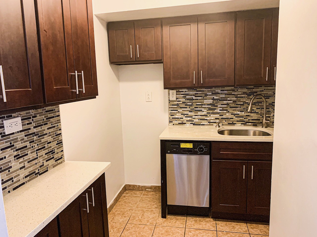 1 Bedroom, Murray Hill, Queens Rental in NYC for $1,775 - Photo 2