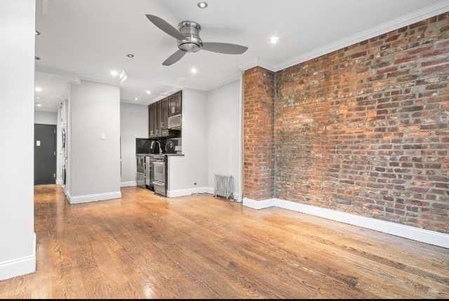 2 Bedrooms, Hell's Kitchen Rental in NYC for $3,845 - Photo 2