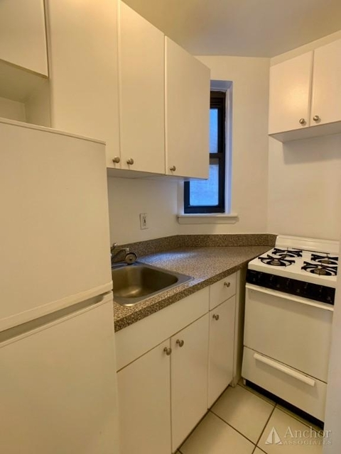 Studio, Sutton Place Rental in NYC for $2,383 - Photo 2