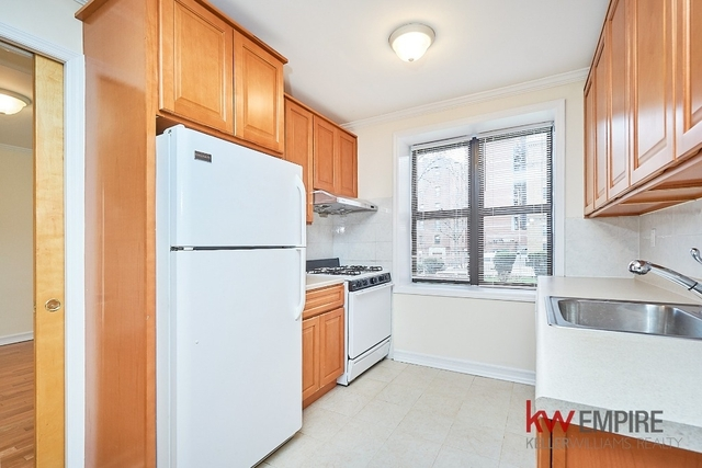 3 Bedrooms, Downtown Flushing Rental in NYC for $2,690 - Photo 2