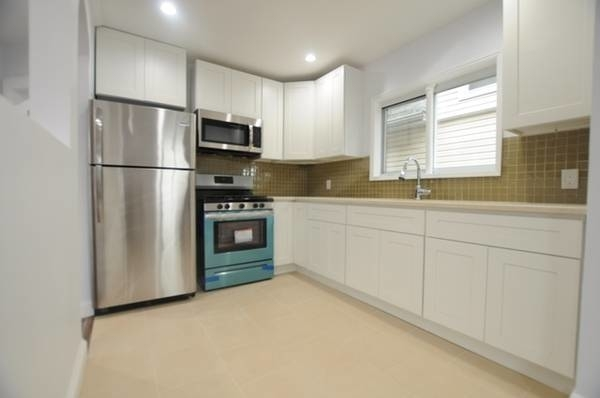 3 Bedrooms, Richmond Hill Rental in NYC for $2,400 - Photo 1