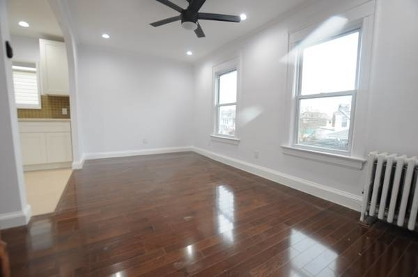 3 Bedrooms, Richmond Hill Rental in NYC for $2,400 - Photo 2