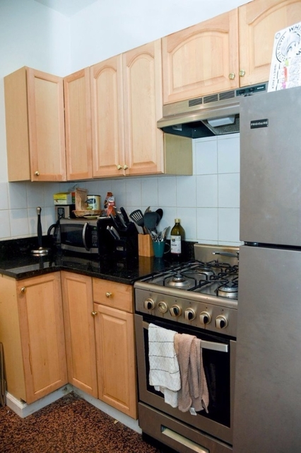 5 Bedrooms, Yorkville Rental in NYC for $6,000 - Photo 2