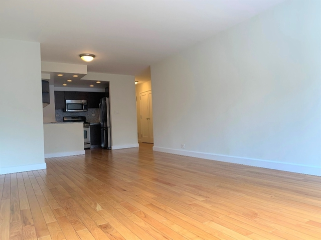 2 Bedrooms, Upper East Side Rental in NYC for $5,895 - Photo 2