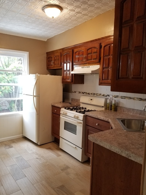 4 Bedrooms, Maspeth Rental in NYC for $2,500 - Photo 1