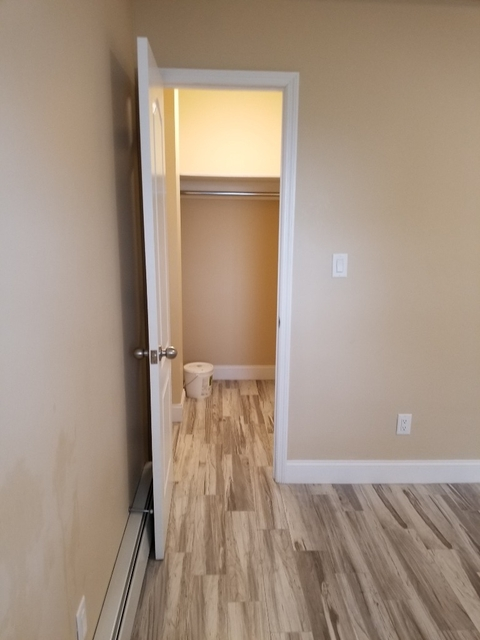 3 Bedrooms, Ozone Park Rental in NYC for $2,599 - Photo 2