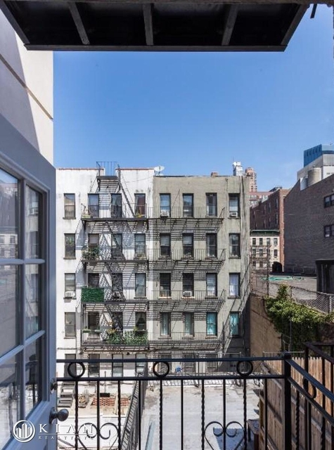 3 Bedrooms, Hell's Kitchen Rental in NYC for $5,290 - Photo 2