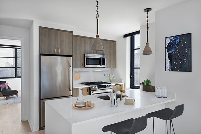1 Bedroom, Hell's Kitchen Rental in NYC for $4,670 - Photo 2