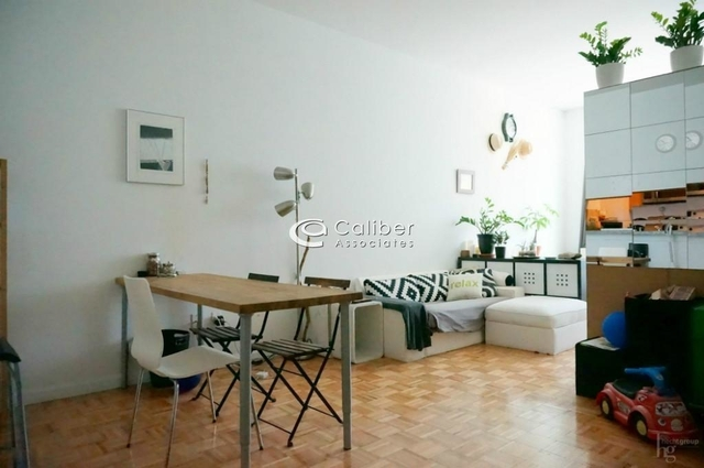 Studio, Hell's Kitchen Rental in NYC for $2,625 - Photo 2