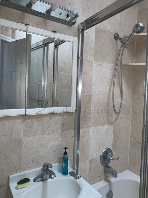 4 Bedrooms, Astoria Rental in NYC for $3,500 - Photo 2