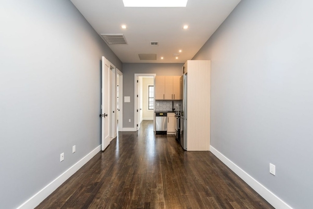 3 Bedrooms, Maspeth Rental in NYC for $2,600 - Photo 2