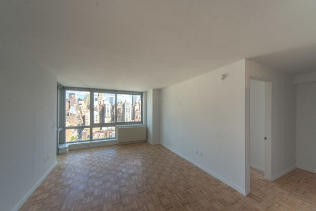 2 Bedrooms, Hell's Kitchen Rental in NYC for $5,870 - Photo 2