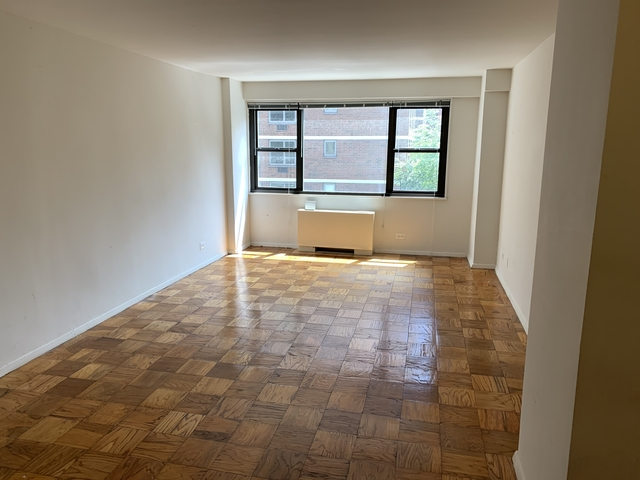 3 Bedrooms, Hell's Kitchen Rental in NYC for $6,799 - Photo 1