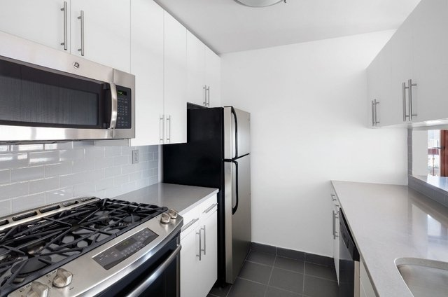 Studio, Theater District Rental in NYC for $3,125 - Photo 2
