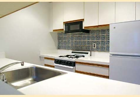 3 Bedrooms, Yorkville Rental in NYC for $3,650 - Photo 2