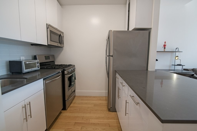 3 Bedrooms, Financial District Rental in NYC for $6,163 - Photo 2