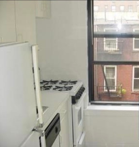 3 Bedrooms, Gramercy Park Rental in NYC for $4,595 - Photo 2