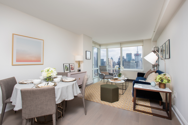 2 Bedrooms, Chelsea Rental in NYC for $6,095 - Photo 2