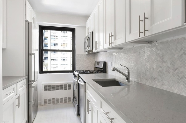 1 Bedroom, Yorkville Rental in NYC for $3,475 - Photo 2