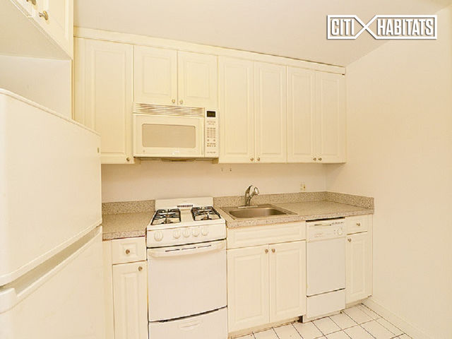 1 Bedroom, Garment District Rental in NYC for $2,620 - Photo 2