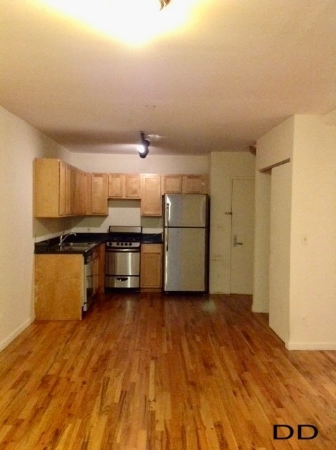 2 Bedrooms, Alphabet City Rental in NYC for $2,995 - Photo 2