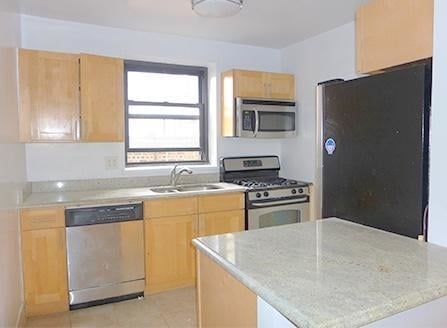 4 Bedrooms, Turtle Bay Rental in NYC for $6,395 - Photo 2
