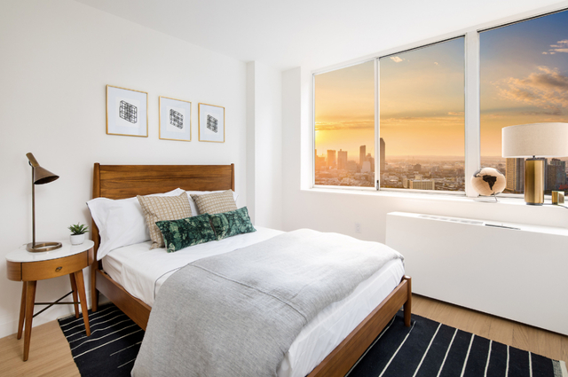 2 Bedrooms, Sutton Place Rental in NYC for $5,786 - Photo 2
