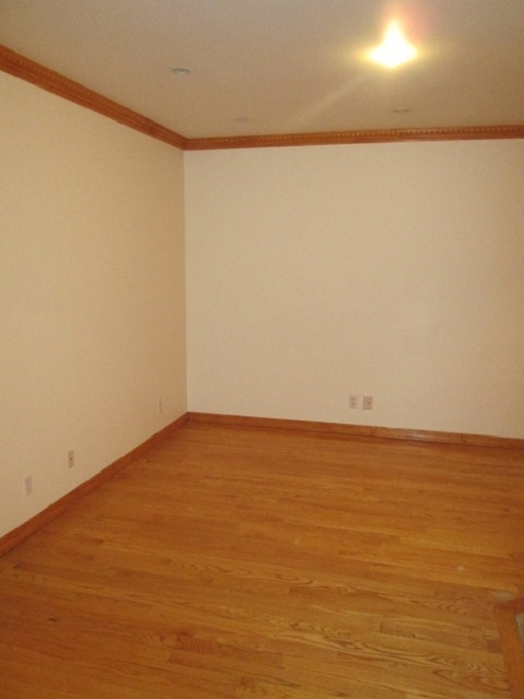 2 Bedrooms, Yorkville Rental in NYC for $3,300 - Photo 2