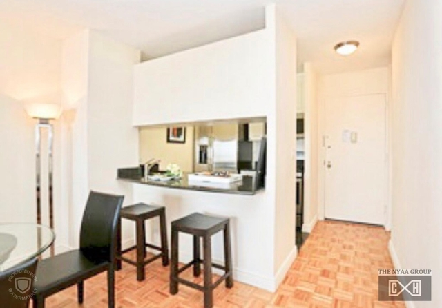 2 Bedrooms, Yorkville Rental in NYC for $3,230 - Photo 2