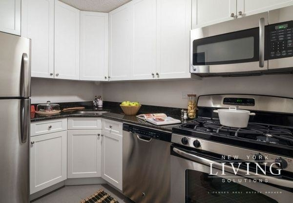 3 Bedrooms, Battery Park City Rental in NYC for $8,500 - Photo 1