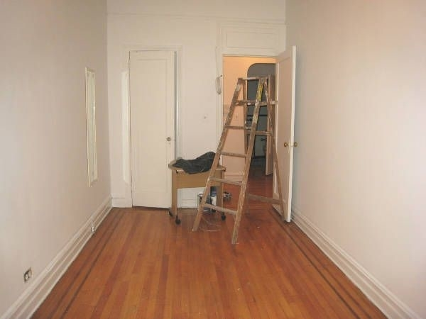 2 Bedrooms, Hell's Kitchen Rental in NYC for $3,499 - Photo 2