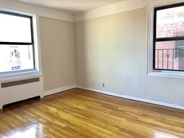 2 Bedrooms, Astoria Rental in NYC for $2,900 - Photo 2