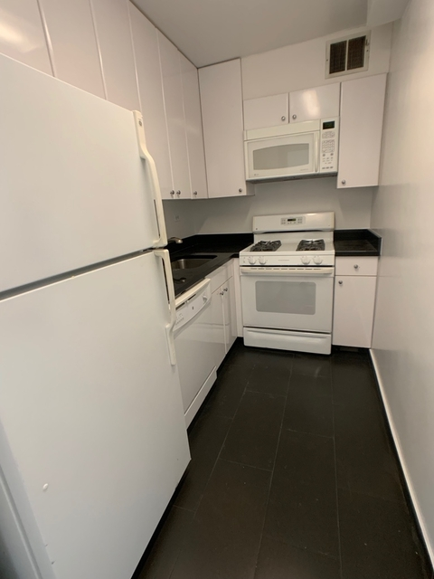 2 Bedrooms, Upper East Side Rental in NYC for $5,100 - Photo 2