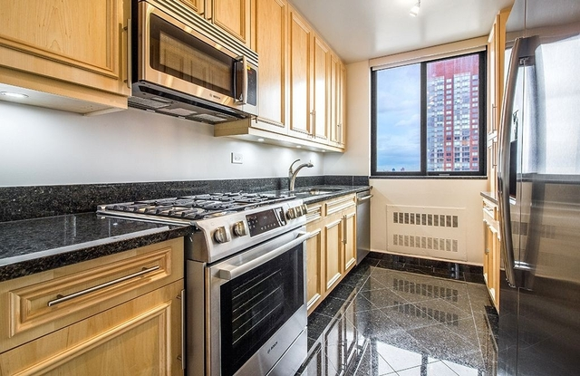 2 Bedrooms, Lincoln Square Rental in NYC for $6,795 - Photo 2