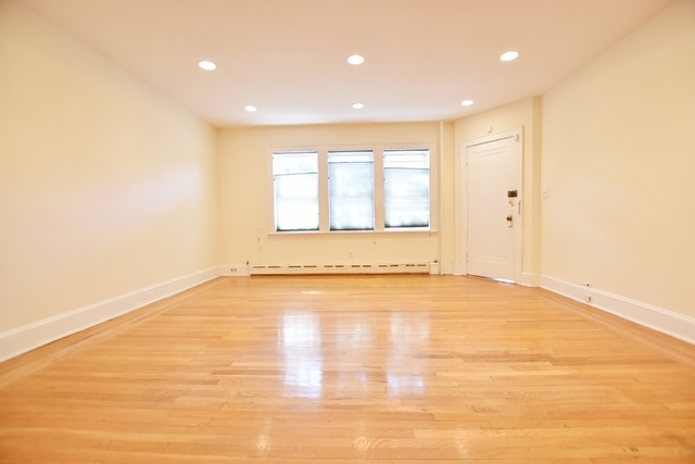 2 Bedrooms, Ditmars Rental in NYC for $3,000 - Photo 2