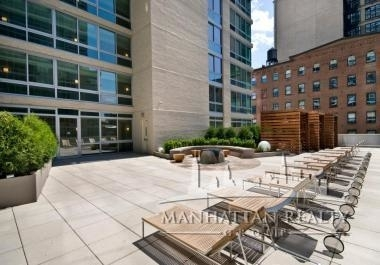 3 Bedrooms, Hell's Kitchen Rental in NYC for $6,700 - Photo 2