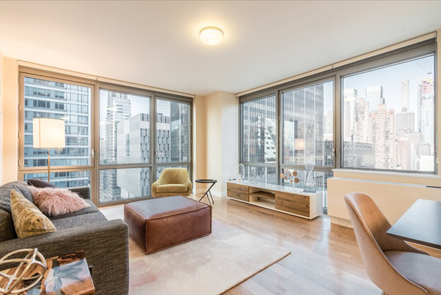 2 Bedrooms, Hell's Kitchen Rental in NYC for $5,699 - Photo 1