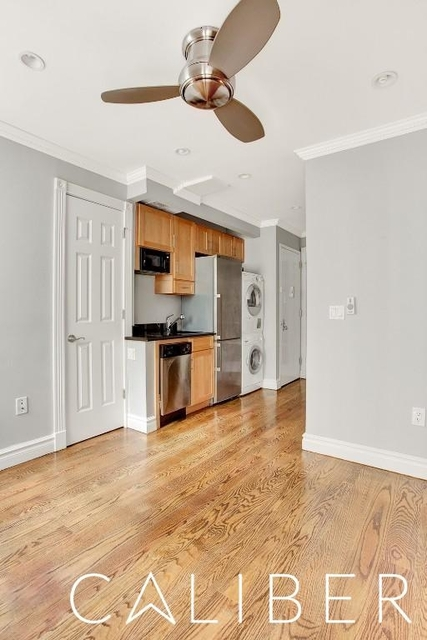 3 Bedrooms, Hell's Kitchen Rental in NYC for $5,190 - Photo 2