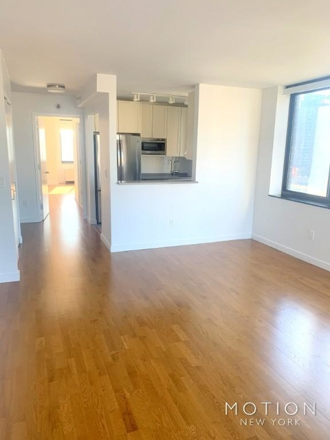 2 Bedrooms, Hell's Kitchen Rental in NYC for $4,700 - Photo 2
