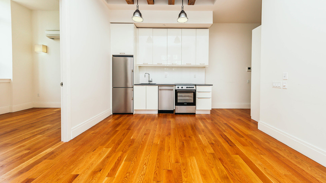 2 Bedrooms, Williamsburg Rental in NYC for $3,595 - Photo 2