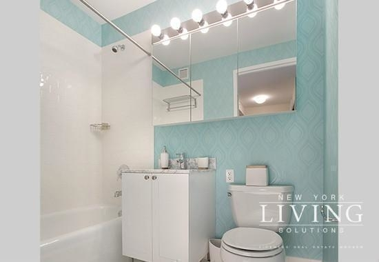 2 Bedrooms, Hell's Kitchen Rental in NYC for $5,860 - Photo 2