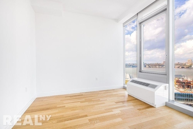 3 Bedrooms, Hell's Kitchen Rental in NYC for $7,150 - Photo 2