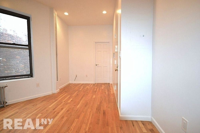 2 Bedrooms, Two Bridges Rental in NYC for $2,475 - Photo 2