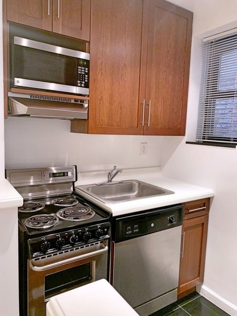1 Bedroom, Lincoln Square Rental in NYC for $2,795 - Photo 2