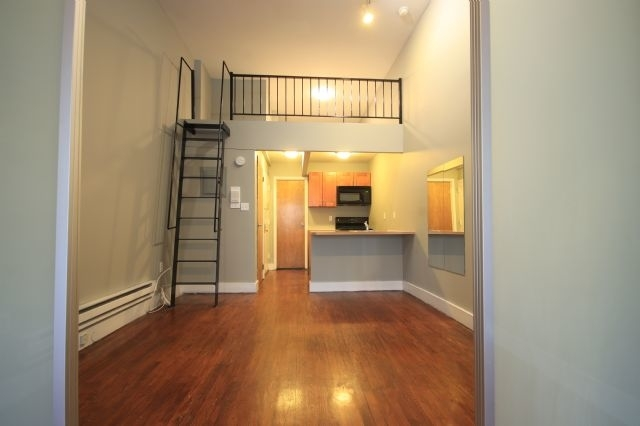 2 Bedrooms, East Village Rental in NYC for $2,775 - Photo 2