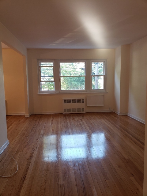 2 Bedrooms, Astoria Heights Rental in NYC for $2,200 - Photo 2