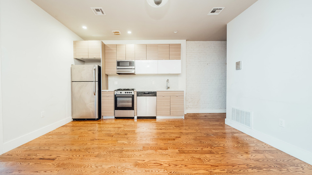 3 Bedrooms, Crown Heights Rental in NYC for $3,950 - Photo 2