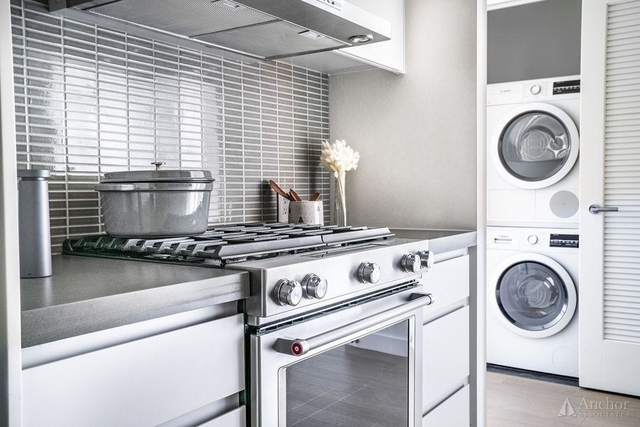 1 Bedroom, Greenpoint Rental in NYC for $3,793 - Photo 2