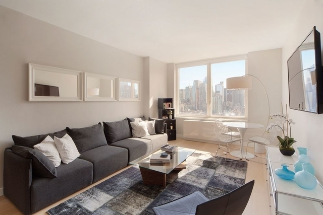 3 Bedrooms, Hell's Kitchen Rental in NYC for $6,665 - Photo 1