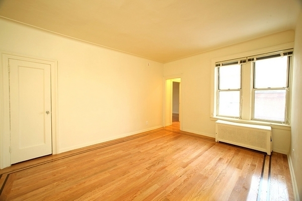 2 Bedrooms, Sheepshead Bay Rental in NYC for $2,321 - Photo 2